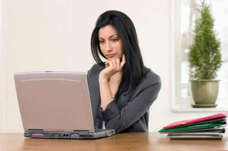 фото девушек работают в офисе